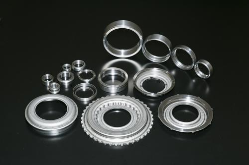 幅広いベアリングや自動車部品の旋削/精密加工