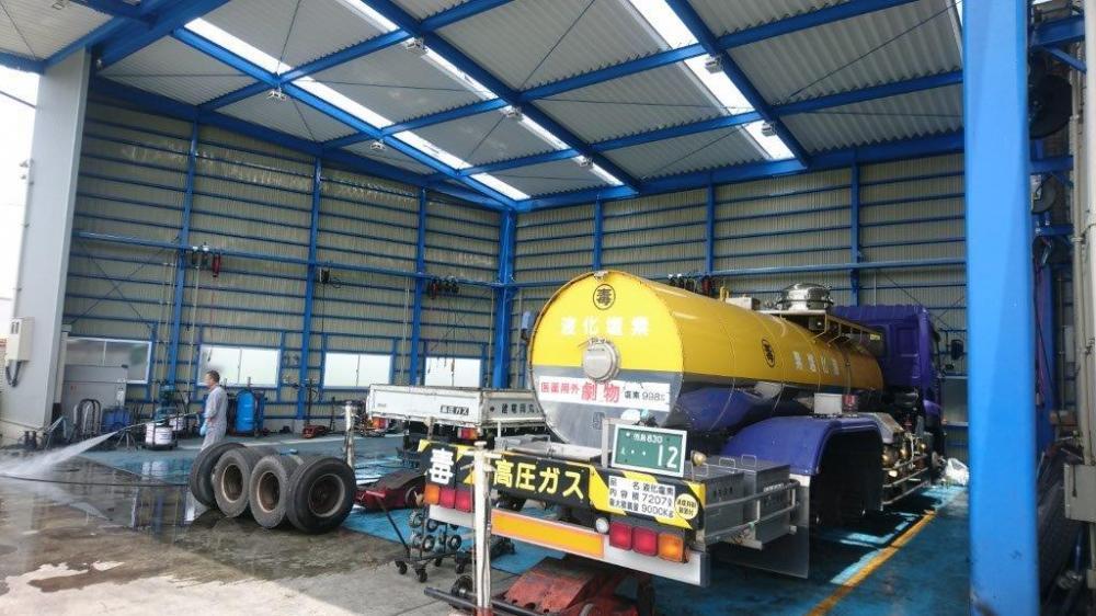 クレーンや大型トラック等の整備
