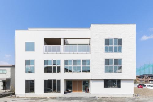 2019年に完成したばかりの3階建ての本社社屋です!